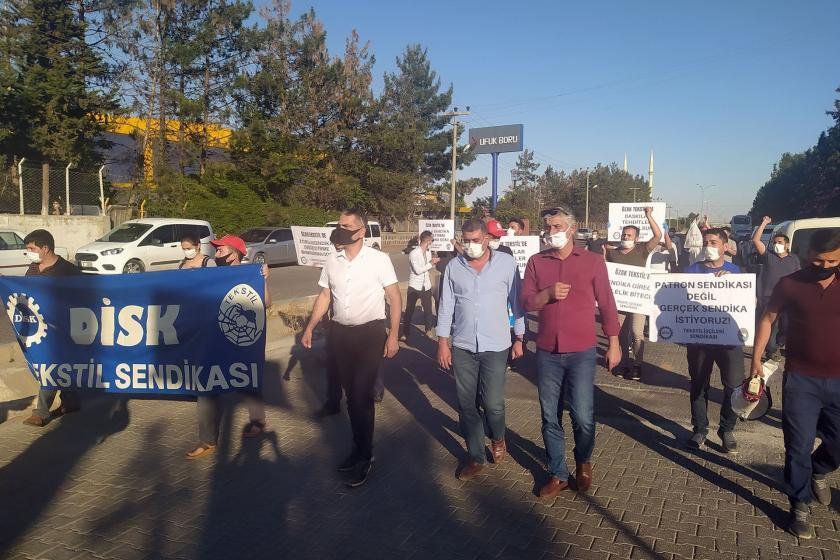Özak workers who were pressured for being members of DISK Tekstil took action