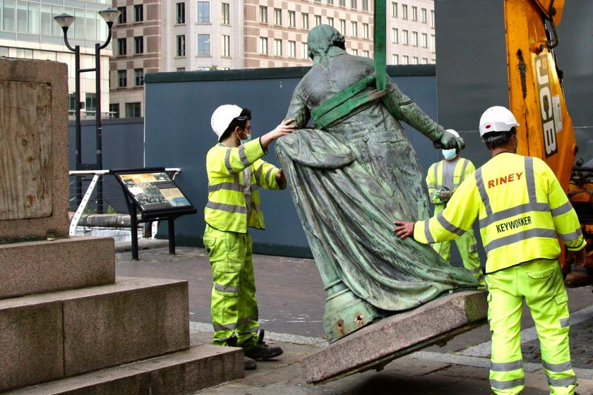 """To be able to breathe: What does the """"statue destruction"""" show us?"""