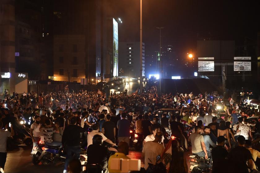 Lübnan'daki eylemlere binlerce kişi katıldı