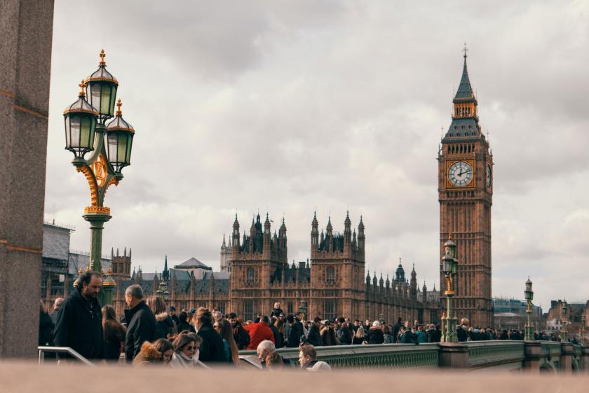 İngiltere parlamentosunun da yer aldığı Westminster Sarayı.