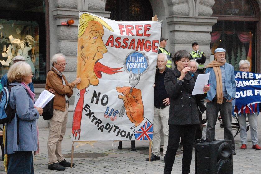Julien Assange için basın açıklaması düzenlendi