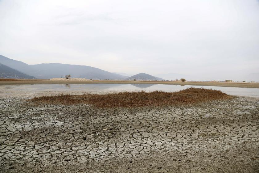 Kurumuş, çatlamış toprak