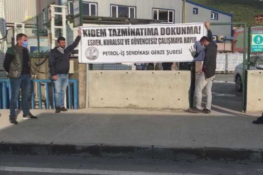 Petrol-İş Sendikası Gebze Şubesine üye Nedex Kimya işçileri, kıdem tazminatının gasbına karşı fabrikalarında eylem yaparken.