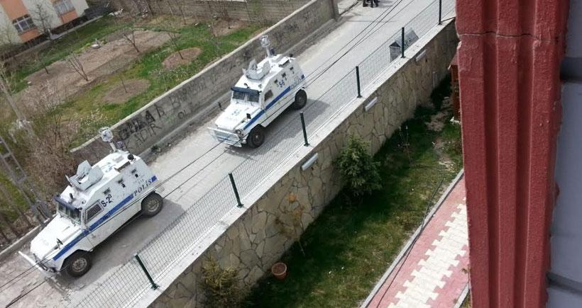Olay olmamasına rağmen mahalleyi basan polis halka saldırdı