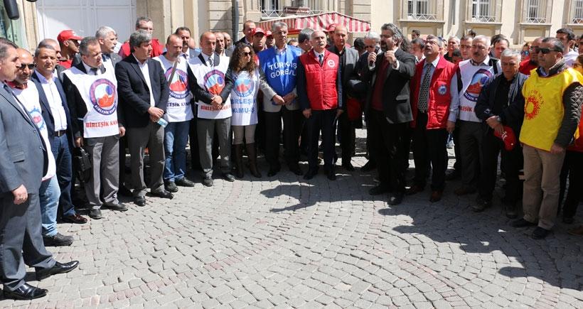 İzmir'de ortak 1 Mayıs için bildiri dağıtımı