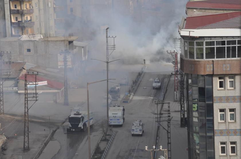 YPG'li Kartal'ın defnedildiği Yüksekova'da olaylar çıktı
