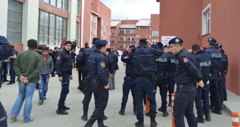 Üniversitede gazeteye sansür, protestoya yasak