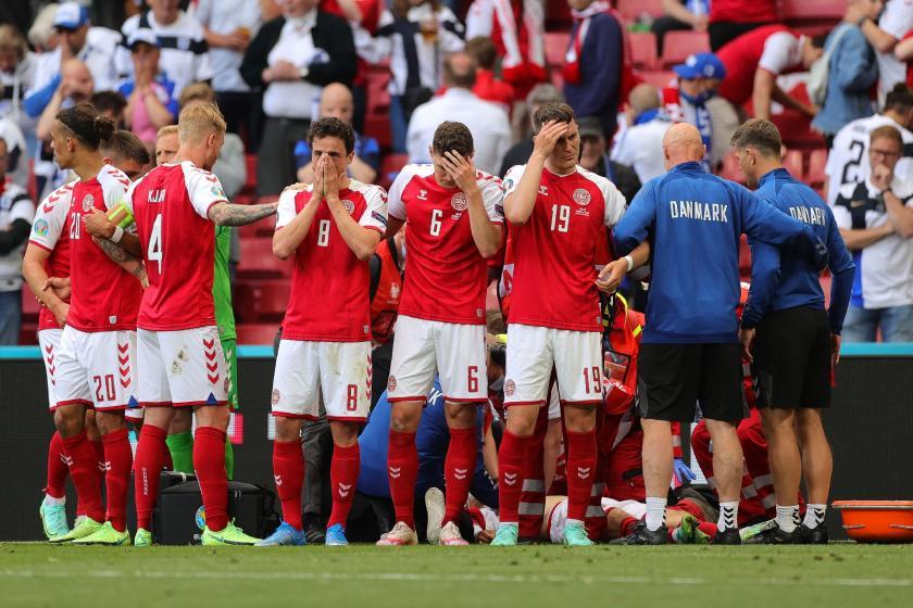 Danimarka-Finlandiya maçında Christian Eriksen fenalaştı, kalp masajı yapıldı - Evrensel