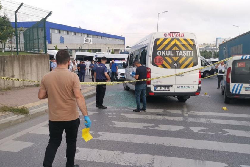 İşçi minibüsü ve polisler