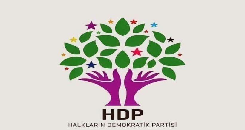 Bolu'da HDP'nin bayrakları sökülerek yakıldı