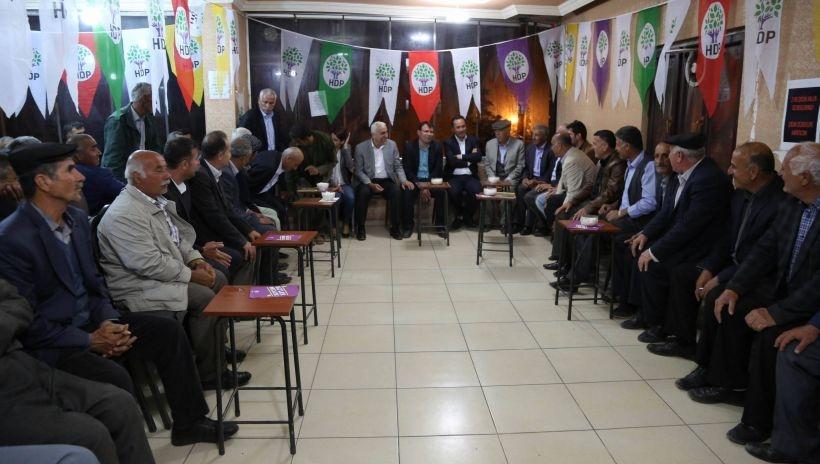 AKP Şırnak il başkanının aşiretinden yüzlerce kişi HDP'ye katıldı