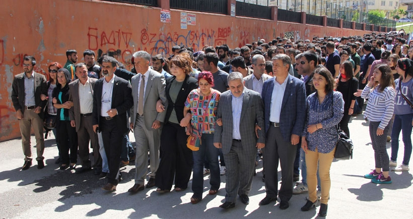 Antep'te HDP'ye polis  saldırısı protesto edildi