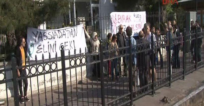 Davutoğlu'nun ziyareti öncesi 'Yassıada'dan elini çek' eylemi