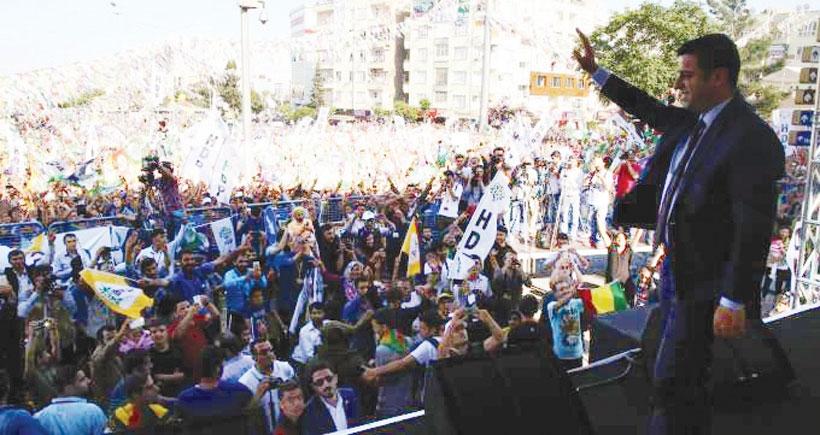 Demirtaş: AKP camileri seçim bürosu gibi kullanıyor