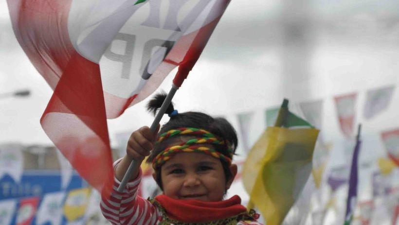 Van'da AKP eriyor, HDP büyüyor