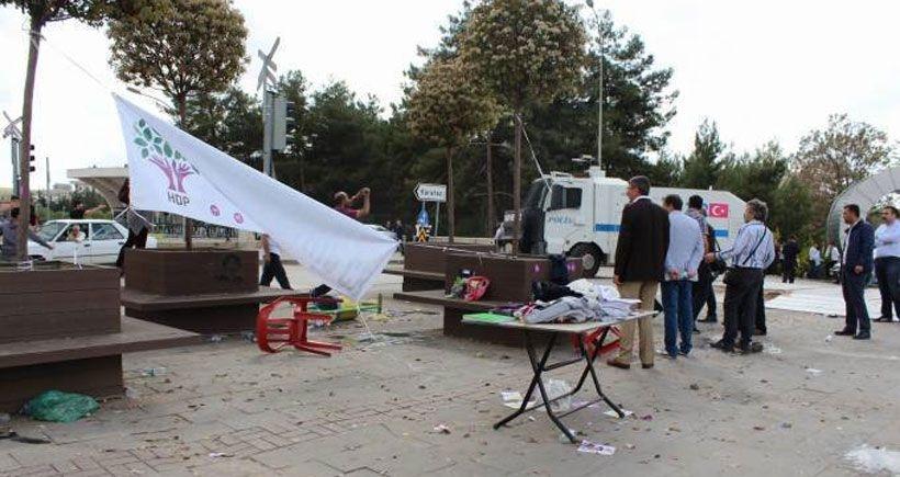'Ülkücüler polis koruması ile taş ve sopalarla üniversiteye alındı'