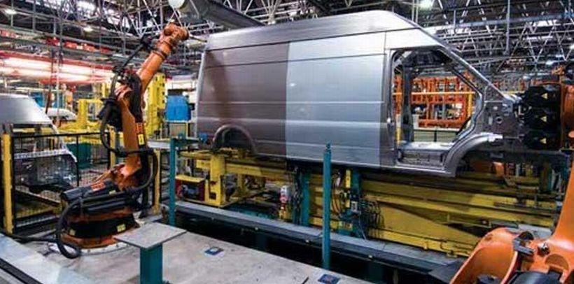 Otomotivde üretim artıyor, ücret yerinde sayıyor