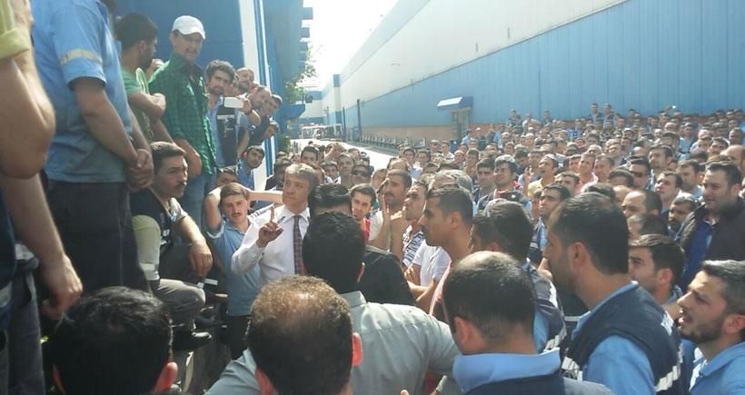 Türk Traktör işçisi  direnişi çelikten örüyor