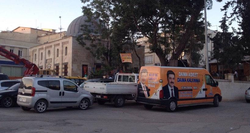 Kilis'te de cami AKP'nin seçim bürosu oldu