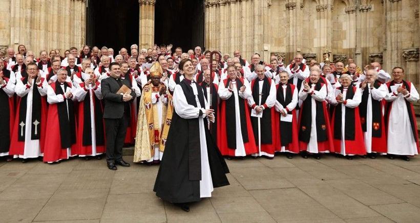 SINIRLARIN ÖTESİNDE: İngiliz Kilisesi'nde kadın sesleri yükseliyor