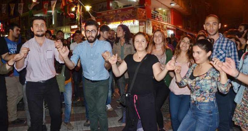 Kadıköy'de 'Bizler HDP bizler Meclis'e' sloganı yükseliyor
