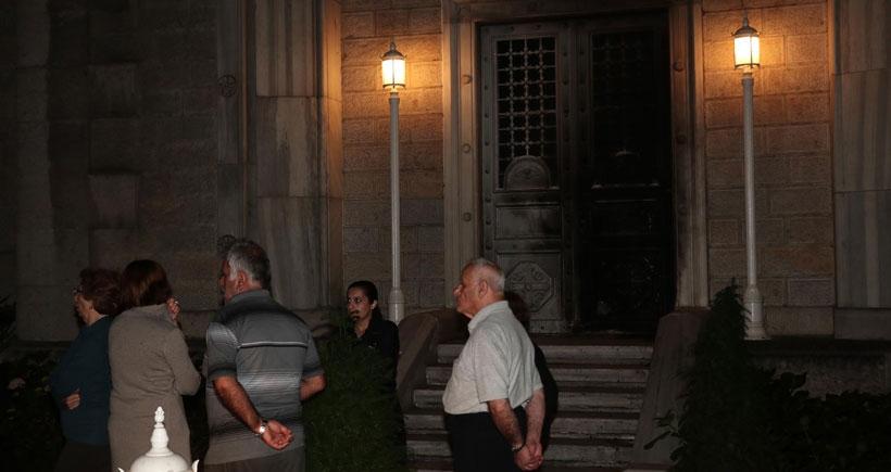 Kadıköy'de, bir kilisenin kapısı ateşe verildi