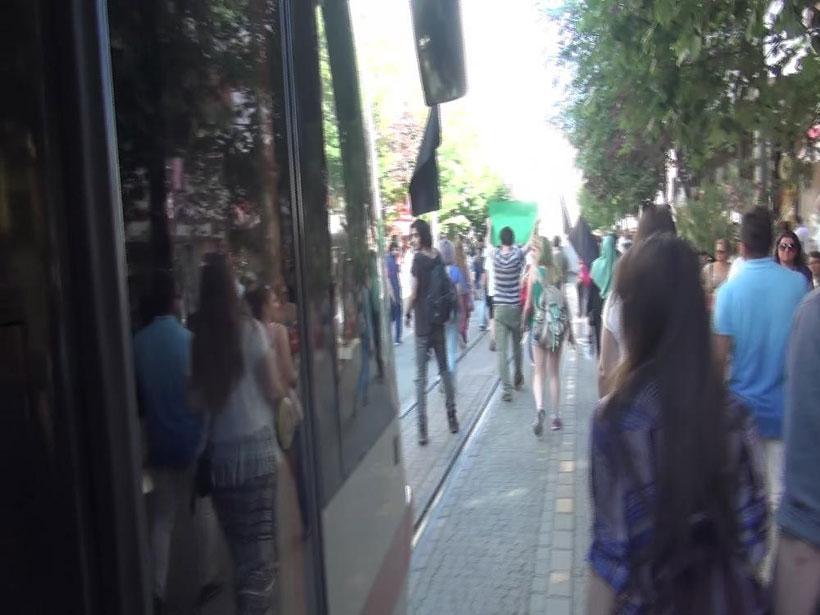 Eskişehir'de vatman tramvayı eylem yapanların üstüne sürdü