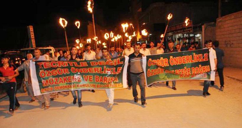Öcalan'a yönelik tecrite karşı meşaleli yürüyüş