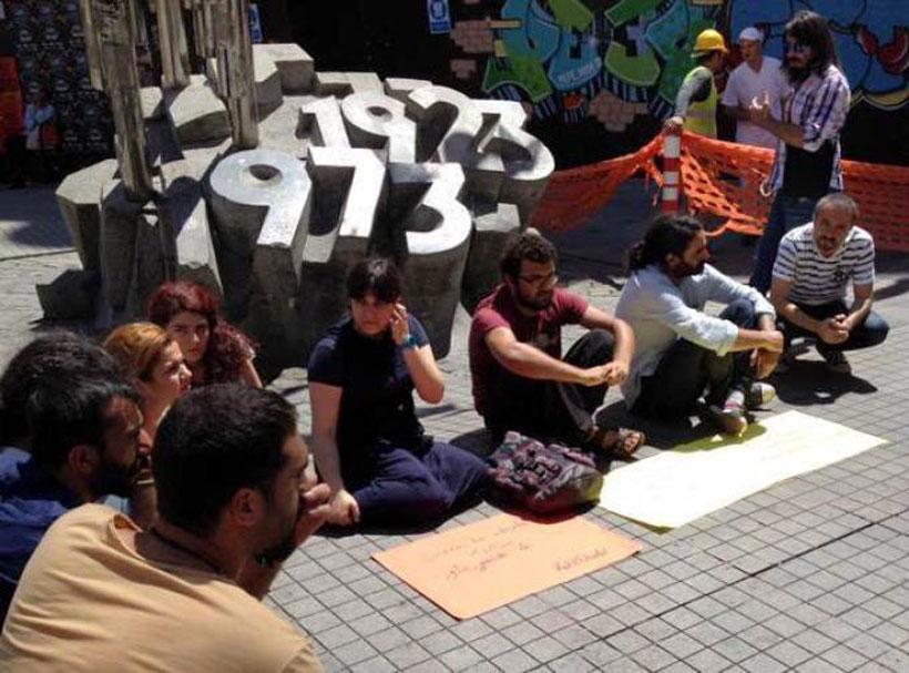 Galatasaray Meydanı'nda Suruç katliamını protesto için oturma eylemi