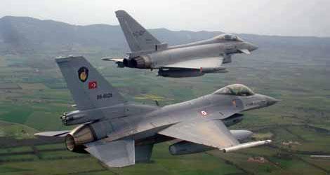 Suriye'deki IŞİD mevzileri havadan vuruldu: 35 IŞİD militanı öldürüldü