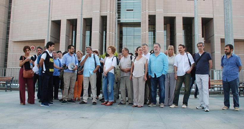 Gazeteciler Arınç hakkında suç duyurusunda bulundu