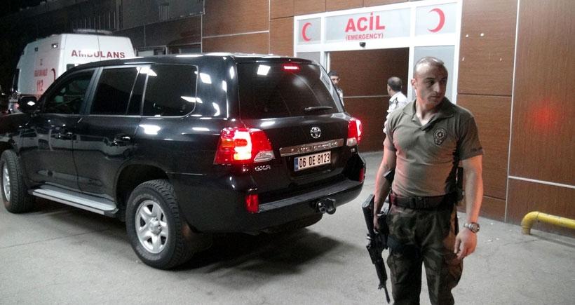 Diyarbakır'da polis aracına ateş açıldı: 1'i polis 2 kişi öldü