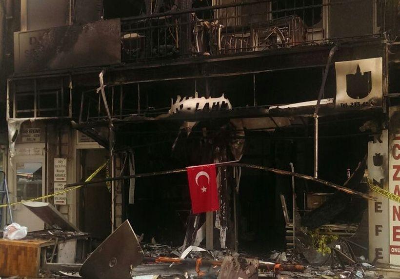 Kırşehir'de 20'nin üzerinde dükkan ateşe verildi