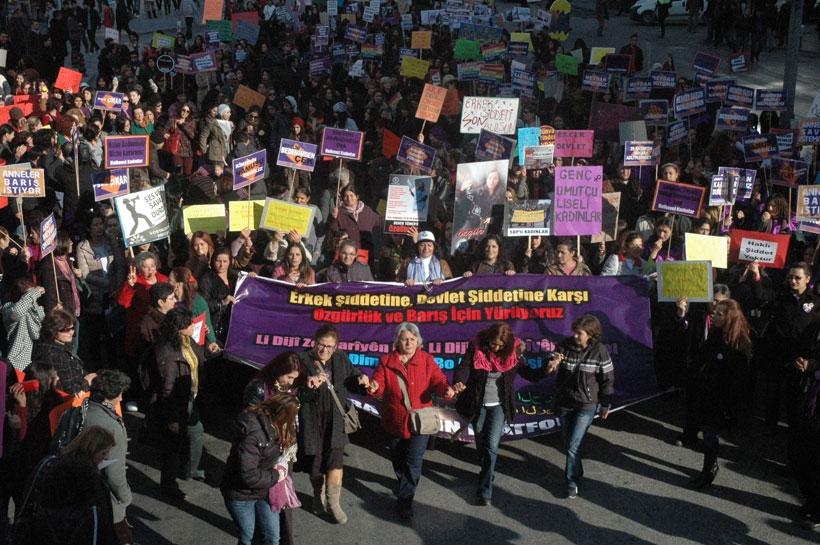Kadınlar şiddete karşı 25 kasım'a hazırlanıyor: Bir arada ve sokakta olacağız!