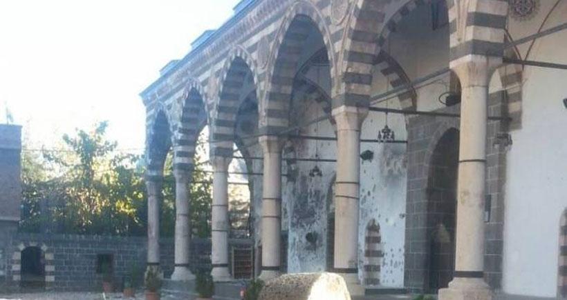 Tarihi camiyi dün vurdular bugün yaktılar