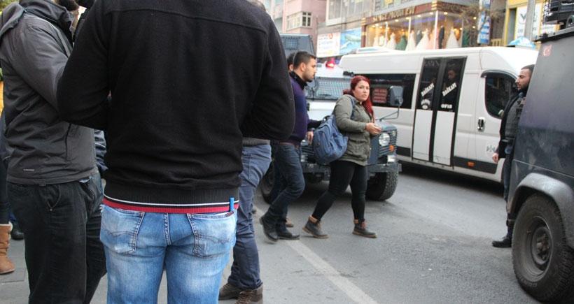 Diyarbakır'da JINHA muhabiri Beritan Canözer siyah Ranger'la gözaltına alındı
