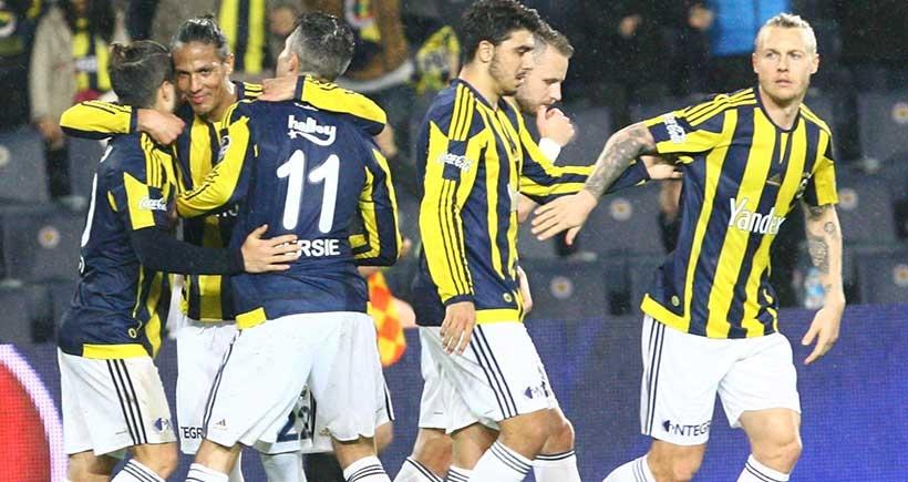 Fenerbahçe, Kasımpaşa'yı 3 - 1'le geçip puanını 49 yaptı