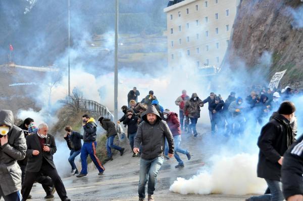 Cerattepe'ye yürüyenlere polis saldırdı: Yaralılar var