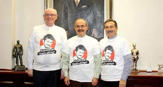 Başkanlar Ali İsmail Korkmaz tişörtü giydi