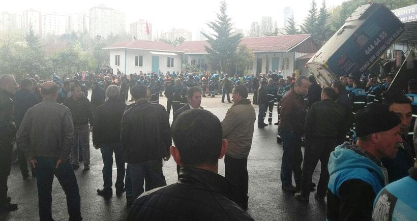 Beşiktaş Belediyesinde işten atılan arkadaşları için iş bırakan işçilere polis zoruyla iş başı