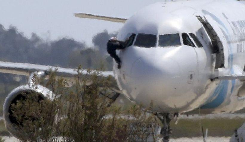 Mısır yolcu uçağını kaçıran hava korsanı gözaltına alındı