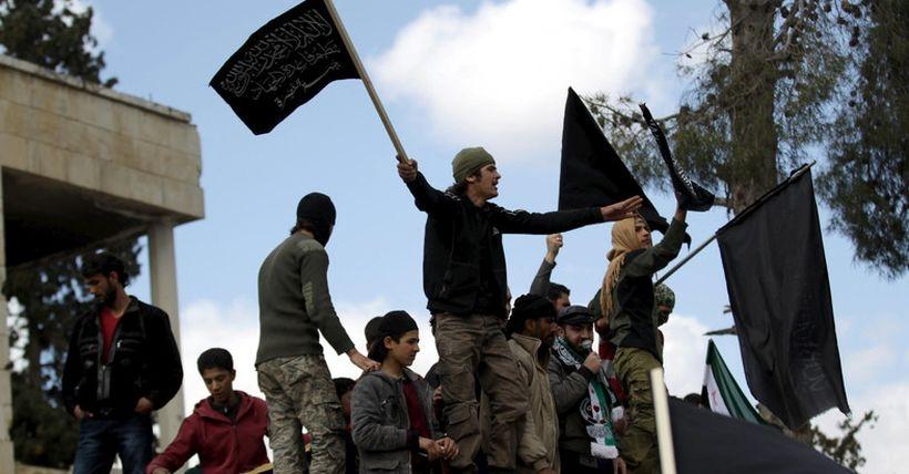 Cihatçılar, Halep'in güneyinde stratejik bölgeleri ele geçirdi