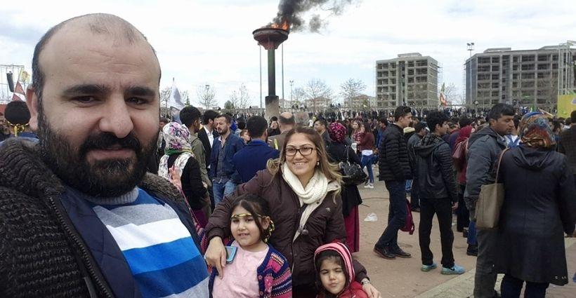 Newroz'a katıldı diye ilçenin tek kadın doğum doktorunu açığa aldılar