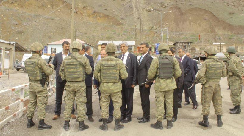 CHP heyetinin Yüksekova'ya girişi engellendi