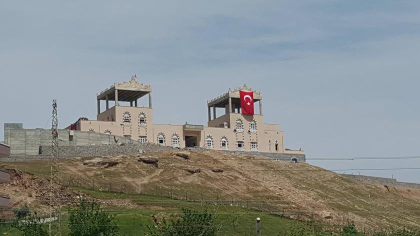 Cizre'de park ve kültür merkezi polislerin işgali altında!