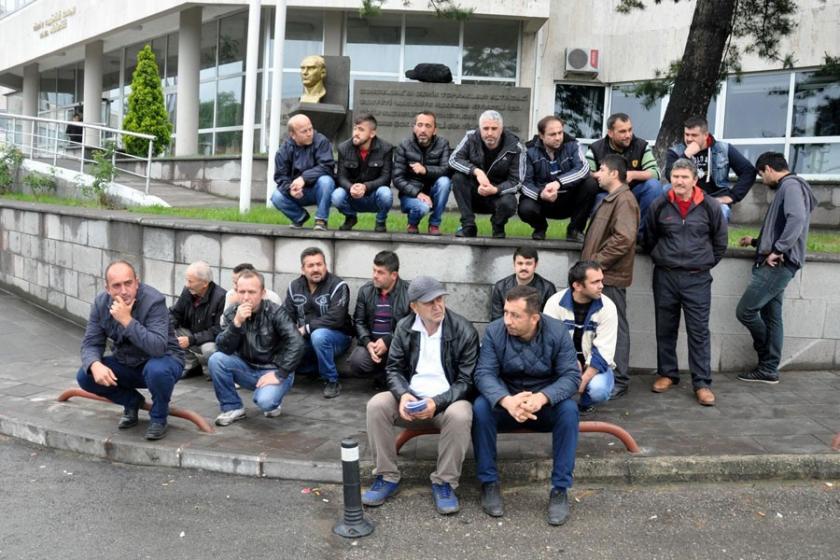 Maden işçileri oturma eylemi başlattı