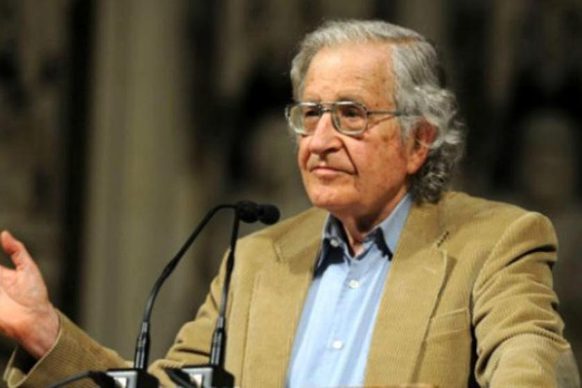Chomsky: Gazetecilerin tutuklanması demokrasiye darbedir
