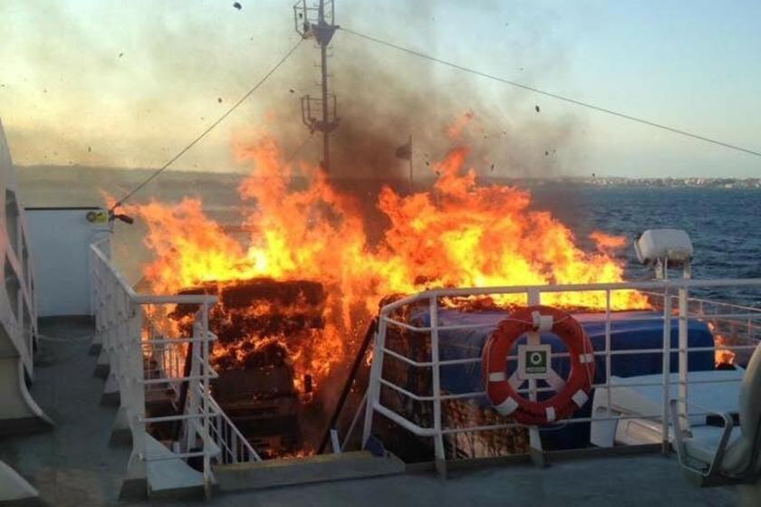 Gelibolu- Lapseki feribotunda yangın çıktı