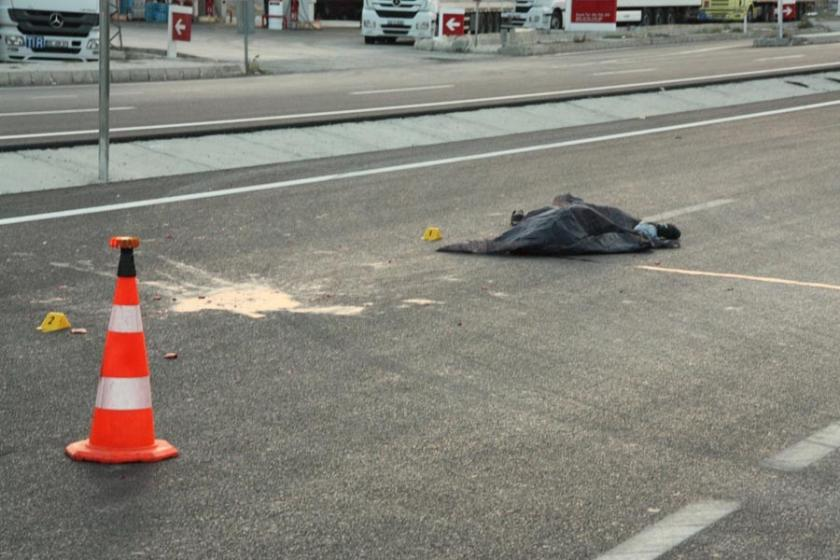 Taksi çarptıktan sonra 5 aracın üzerinden geçtiği yaya öldü