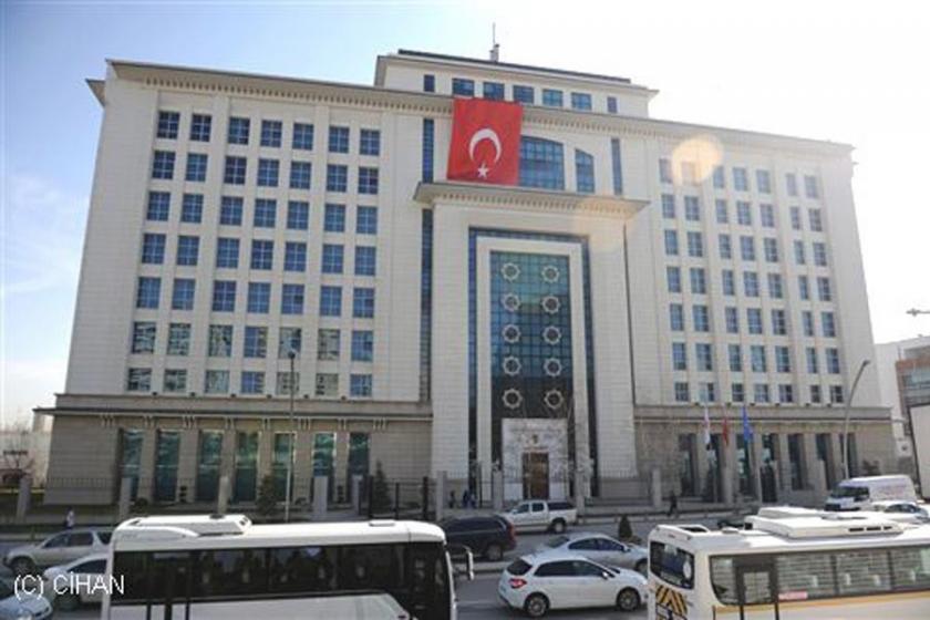 Al Jazeera: AKP'de 'FETÖ'den 100 kişinin istifası istendi!